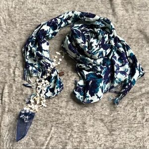 Lao Targa oversized scarf/wrap blue& white